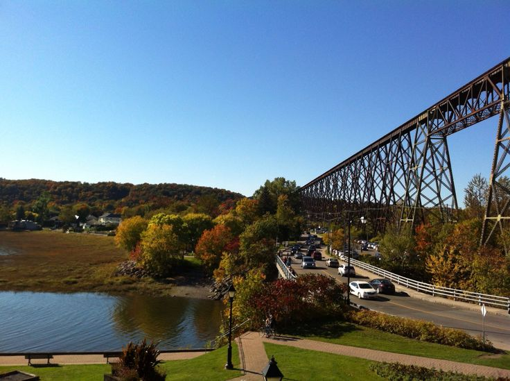 Cap Rouge, 15 minutes from Quebec City, nice walk on a sunday afternoon !  100 years old #railroad