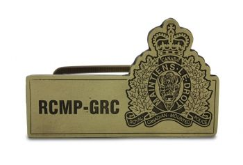 Work for the RCMP? Are proud to know someone in the RCMP? Show your support for our national police force by having the crest classic business card holder displayed on your desk for all to see. Made of antique brass in Canada and comes boxed.