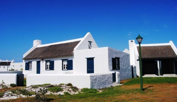 Corner Cottage (150 m to the beach)