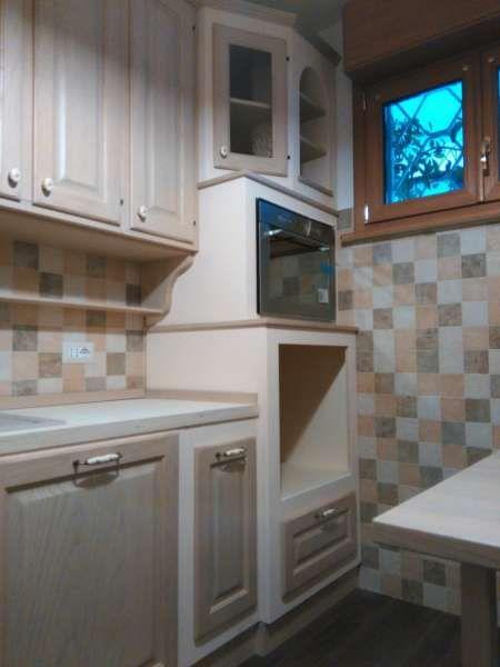 Cucina in Finta Muratura Artigianale in Legno con Nicchie ad Arco