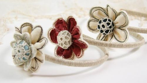Free Motion Flower Headband :: Tutorial  and yes... the flower could be an ornament! :-)