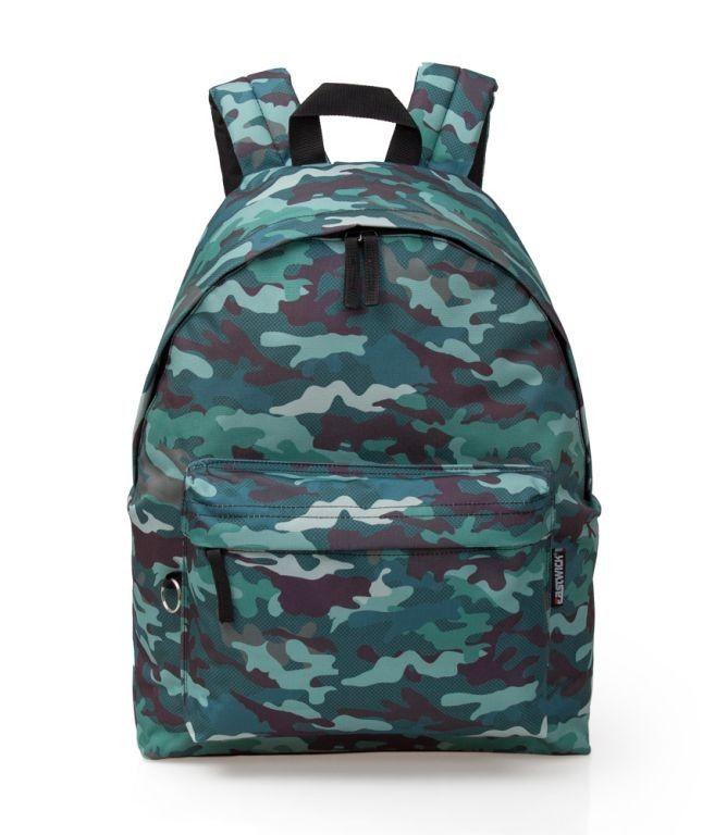 Eastwick Graffiti - Camouflage - Rugzak - 43 cm hoog - Bruin/Groen  De Camouflage Rugzak is voorzien van een print met daarop Camouflage met groene en bruine kleuren. De rugzak is 43 cm hoog. In de rugzak kan jij jouw spullen kwijt en kan jij jouw vrienden jaloers maken. De Rugzak beschikt over 2 vakken met ritssluiting en is gemakkelijk te dragen door de 2 schouderbanden achterop. De rugzak is ook voorzien van een handvat.  Kenmerken:  Camouflage Rugzak  2 vakken met ritssluiting  2…