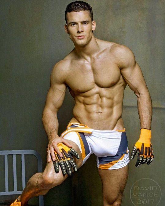 100d46d461505410d0571c5681429b37--sexy-men-hot-men.jpg (540×675)