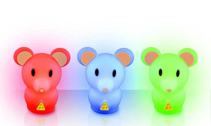 Multicolor LED Nightlight - Da EKKO di Damblé, Multicolor LED Nightlight, una lucina notturna disponibile in due formati, coniglietto o topolino, con 4 effetti colorati (verde, blu, rosso e multicolore) che si accende e si spegne con un tocco. Ha una base di ricarica wireless a induzione che si ricarica collegandola alla classica presa o a un computer tramite cavo USB. Con sistema ECO LED non si surriscalda e rimane carica per 10 ore.   www.damble.com