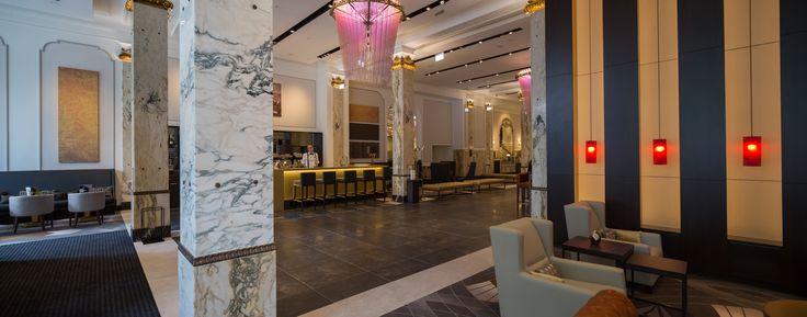Das denkmalgeschützte Gebäude an der Kirchenallee erstrahlt seit dem 17. Juli 2015 als erstes europäisches #CURIOCollection by #Hilton dank des #Interior #Design Konzepts von JOI-Design im neuen, zeitgemäßen Glanz und erinnert gleichzeitig stilvoll an die Pracht der 1920er Jahre. #HotelReichshof #designedbyus #welovedesign #ArtDeco #Moderne #Trends Copyright Christian Kretschmar for JOI-Design