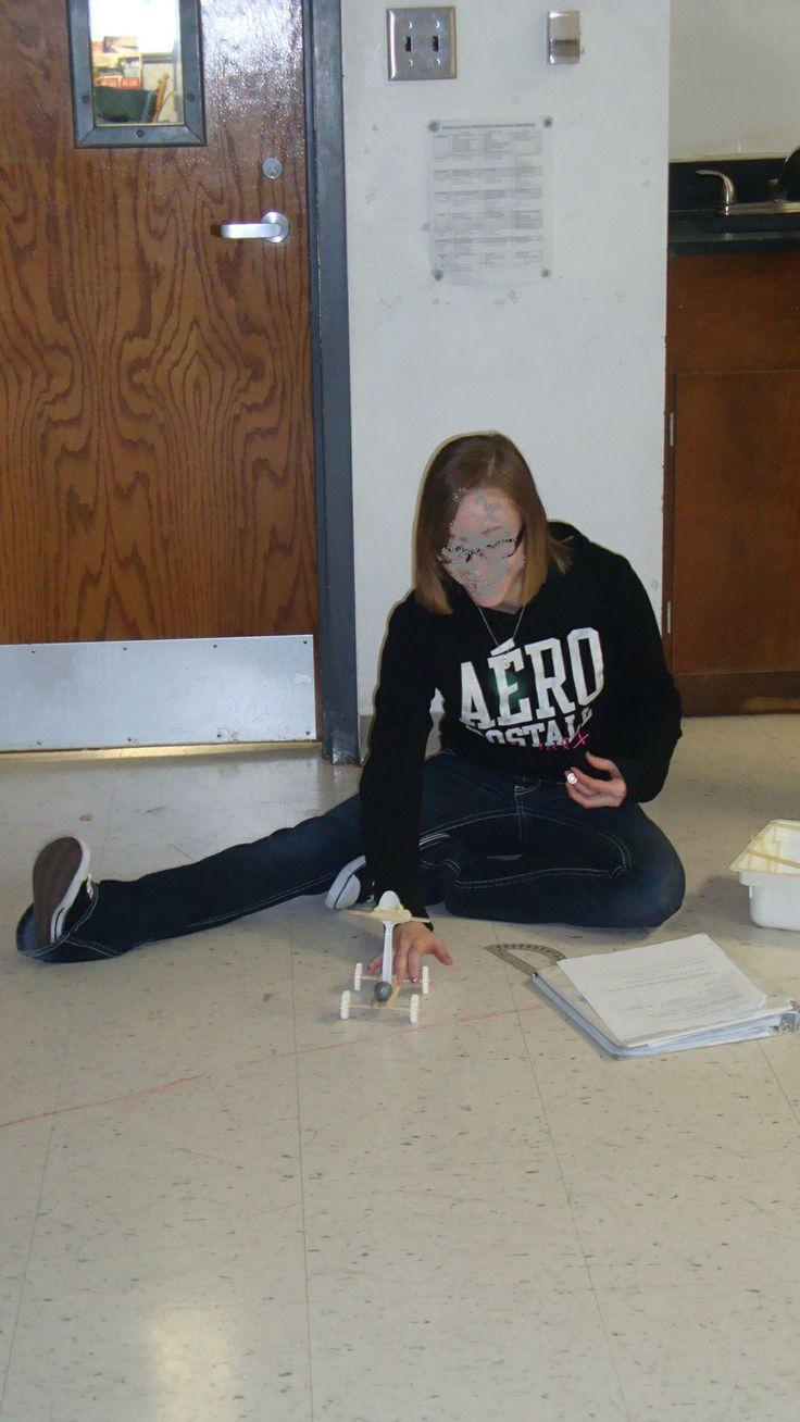 Students create a catapult that must launch with accuracy using basic cheap materials! Engaging STEM activity that teaches students about kinetic and potential energy!!    http://www.teacherspayteachers.com/Product/STEM-Project-Catapult-Kinetic-Energy-Potential-Energy-Inquiry-583975