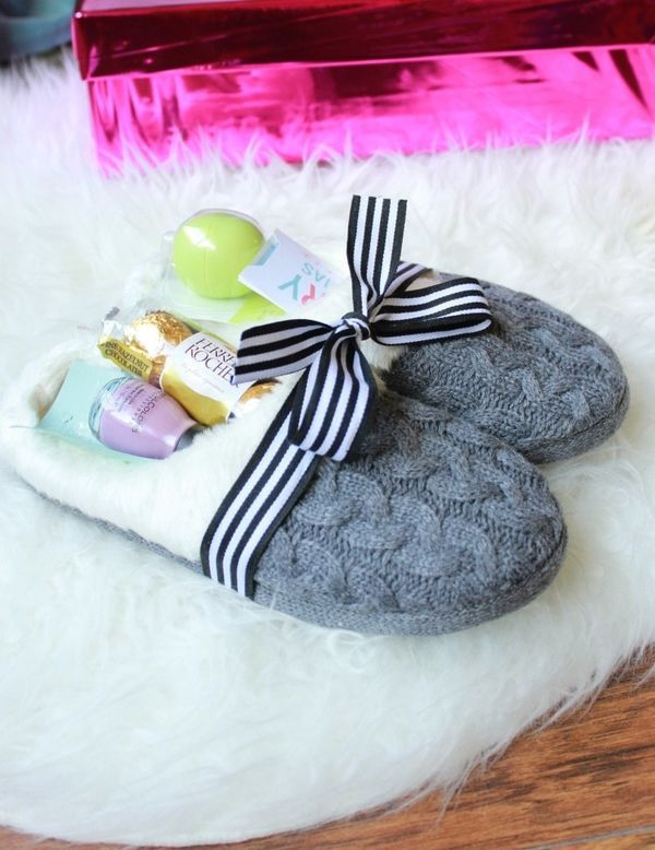 Cozy Slippers Beauty Kit for Bridesmaids: Use a decorative mason jar or comfy slippers to include the beauty products necessary for an at-home spa day. Don't forget the face masks and of course, chocolate.