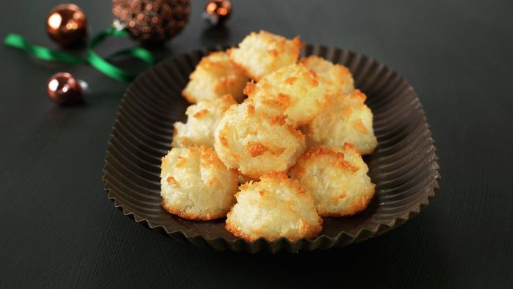 KOKOSMAKRONER. egg white, sweetened coconut, vanilla sugar.