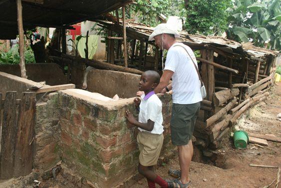 3230 best volunteer uganda images on pinterest uganda education volunteers alice edinger and keith russell in uganda bulenga at the community development program keith solutioingenieria Choice Image