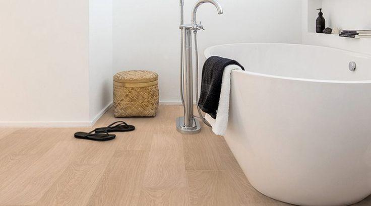 Los suelos laminados son una opción perfecta para cubrir los suelos de tu casa,pero todos sabemos que hay zonas más conflictivas y que están sometidas a u