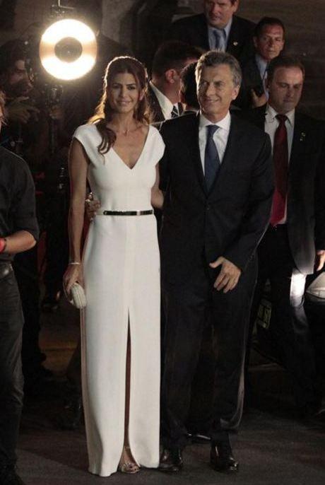 La dama de blanco: los looks de Juliana Awada para las ceremonias presidenciales   TN.com.ar