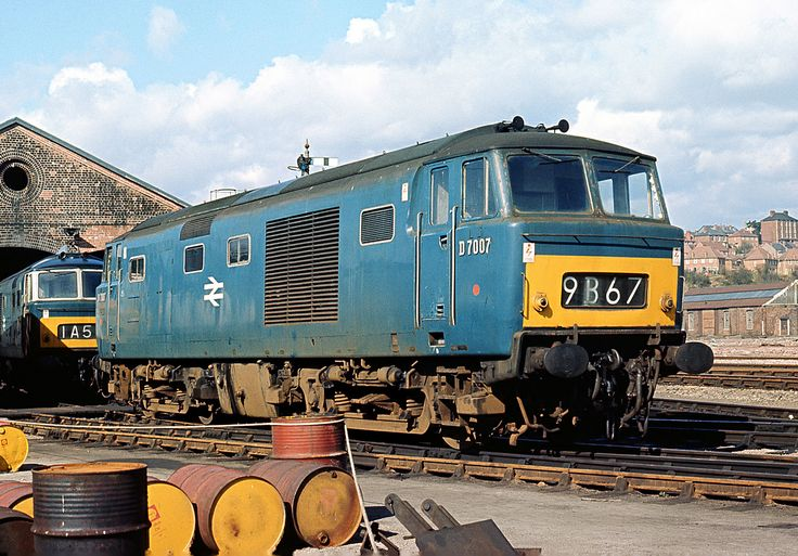 Hymek D7007 at Worcester in April 1969. Built at Beyer Peacock Ltd and delivered on 18th Oct 1961. Withdrawn on 19th April 1972 after only 10 years, 6months in service and cut up at Swindon Works in June 1972.