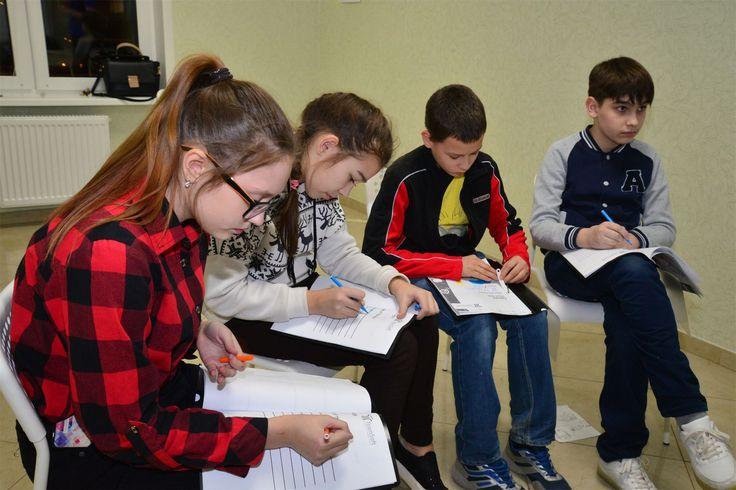 http://teamsoft.ru/news/kak-pomoch-rebenku-legche-proyti-adaptatsiyu-v-shkole/  Современный мир требует от детей много навыков: управление эмоциями, умение слушать, слышать, умение выражать свои мысли, работа в команде, стрессоустойчивость, эффективное использование времени. В преддверии нового учебного года мы опубликовали подсказки наших тренеров о том, как помочь ребенку легче пройти адаптацию в школе (http://teamsoft.ru/news/kak-pomoch-rebenku-legche-proyti-adaptatsiyu-v-shkole/). А…