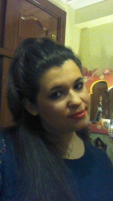 Elegant @danilokito :) #yo #me #miriam #mimi #mim #miry #miri #elegant #happy #girl #woman #fashion #female #chic #style #pretty #beautiful #posing #sonriente #love #likes #2016 #december2015 #remember #memories #green #redlips #red #bedroom