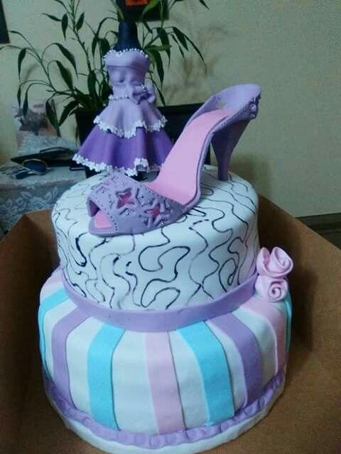 Torta con zapato de taco y vestido en fondant
