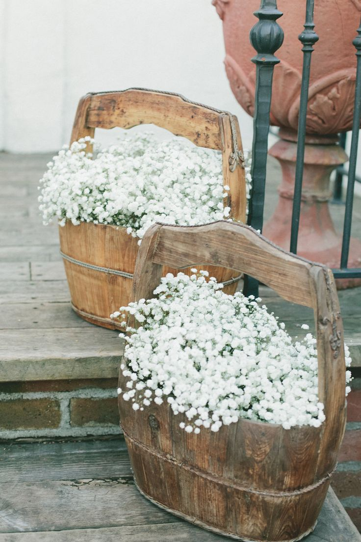#rustic baby's breath in wood barrels ligning the aisle | Photography by onelove-photo.com