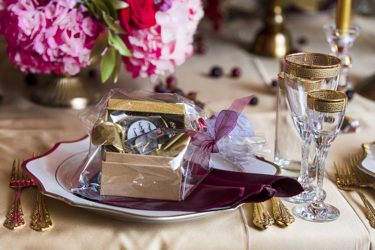 Luxurious Dolce & Gabbana Wedding wedding gift complimentary  pink & red gold