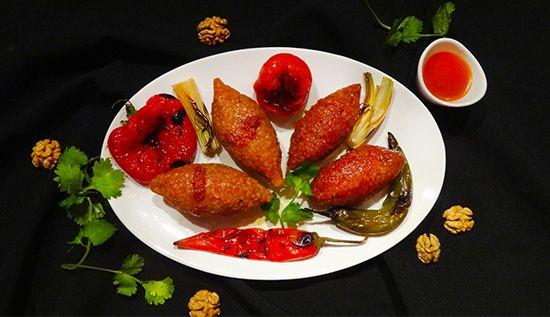 Ичли кёфте - турецкое блюдо - сочное мясо с зеленью и грецкими орехами в оболочке из булгура. Icli Kofte
