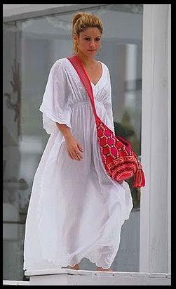 Shakira met een Wayuu mochila