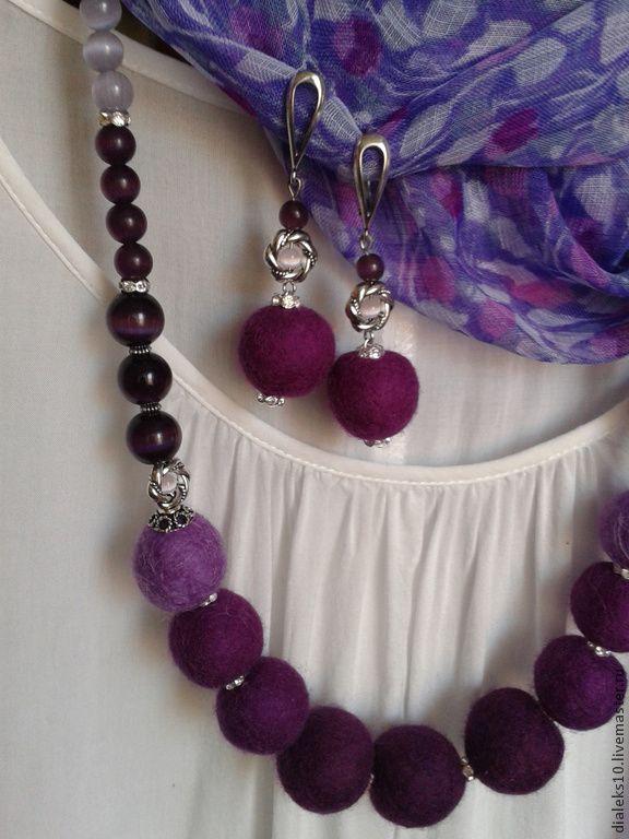 """Купить Бусы и серьги из войлока """"Виола"""" комплект - фиолетовый, сиреневый, лиловый, яркие бусы"""