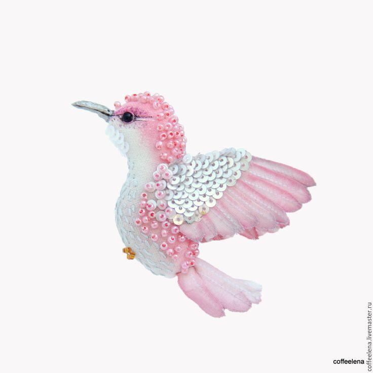 Купить Текстильная брошь птица-колибри «Розовая дымка». Парящая птичка. - брошь птица, на платье