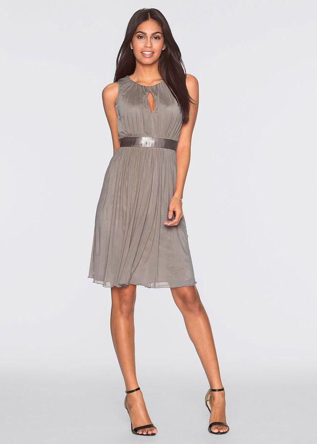 Sukienka z satynowym paskiem w talii i ozdobnym marszczeniem. Stanie się Twoją ulubioną. Dł. w rozm. 36/38 ok. 98 cm.
