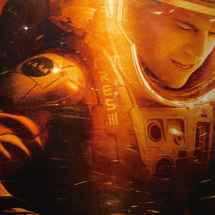 2016.02.05 オデッセイ。前半はロビンソン・クルーソー、後半はアポロ13号救出劇。マット・デイモンが地球外惑星に取り残されて脱出を試みる、というストーリーがまるで インターステラーのスピンオフ。インターステラーで共演した ジェシカ・チャステインが出演していたため、ますますその思いが強くなった。ラスト前、推力を得るために自分の宇宙服に穴を開けていたが、本当に可能なのかそれは?
