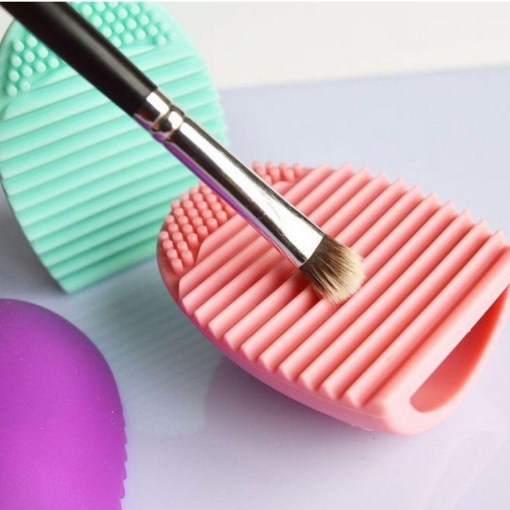 Make-up scrubber schoonmaak pad, ideaal voor kwasten die pas schoongemaakt zijn, hierdoor zijn ze sneller droog.