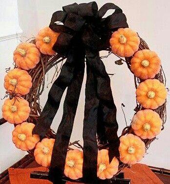 Halloween decor: Holiday, Idea, Craft, Pumpkin Wreath, Halloween Fall, Mini Pumpkin, Wreaths