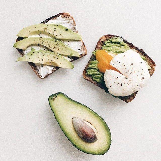 Доброе утро☀️ Завтрак от @better__everyday 😋 А вы в какие блюда добавляете авокадо?🥑 #likeworkout #фитнес #зож #пп #спорт
