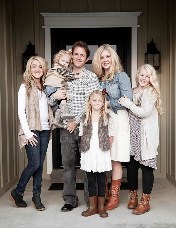 What to Wear in Family Pictures! Neutrals are amazing.