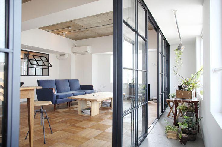 理想はアイアンフレーム 開放した時に両側にフレームを極力固めたい 二重サッシ的な役割も。 室内の内窓もいい。 インナーテラス Inner Terrace