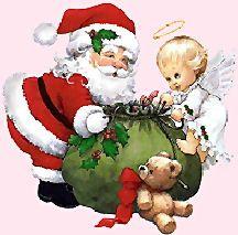 Santa met beertje en Engel bij groene zak