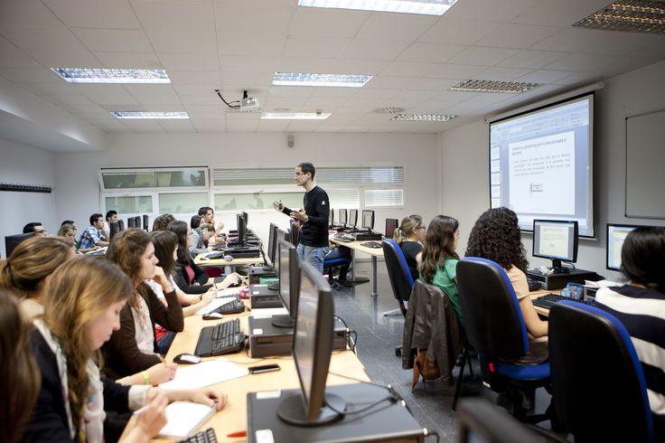 Salas de informática en Sant Joan d'Alacant.