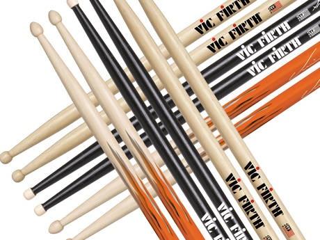 Many Vic Firth drum sticks...  vic firth is een bekend merk. zij maken veel drumstokken en veel drummers drummen met stokken van dit merk. ik zelf ook