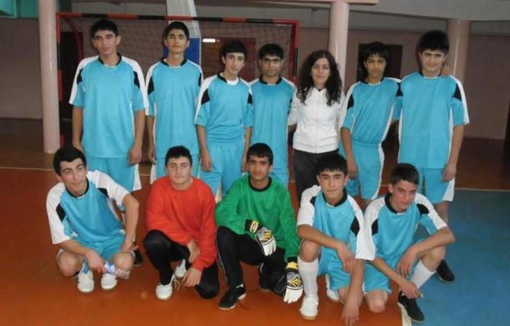 Yozgat'ta İl Milli Eğitim Müdürlüğü ile Gençlik Hizmetleri ve Spor İl Müdürlüğü tarafından organize edilen Okullar arası turnuvalar kapsamında düzenlenen futsal turnuvasında Aydıncık Çok Programlı Lisesi üçüncü oldu.    Kaynak: http://www.kumbetova.com/Konu-Aydincik-Cok-Programli-Lisesi-Futsal%E2%80%99da-3%E2%80%99uncu-Oldu.html