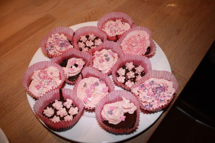 Vil du lage noe søtt til valentines day, uten å få i deg for mye sukker? Disse sjoko-cupcaksene er både sukker- og glutenfrie! Ingredienser: Bunn: 100 gr smør 100 gr sukkerfri mørk sjokolade 2 egg 1 ss kakao 1/2 ts vaniljepulver 1 ss sukrinmelis Sløyf kakaoen om du vil ha en litt mildere smak. Topping: …