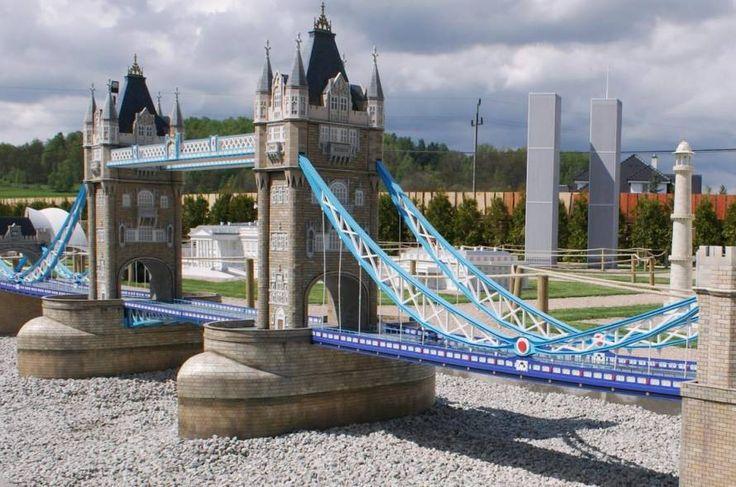 Park Miniatur Budowle Świata w Mysłakowicach w którym można zobaczyć  miniatury najsłynniejszych budynków z całego świata!  Sprawdźcie pomysł na weekend: http://www.nocowanie.pl/noclegi/myslakowice/parki_rozrywki/142831/