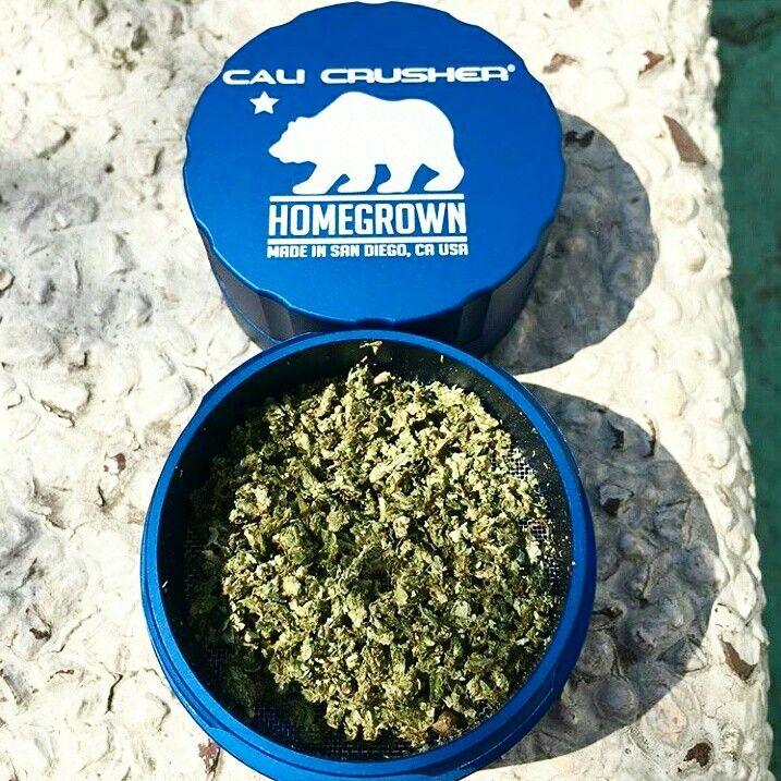 Moledores Cali Crusher Homegrown Standar disponibles en www.kushbreak.cl.  Uno de los mejores grinder del mundo, aún no lo pruebas?.  Whatsapp +569 30986782