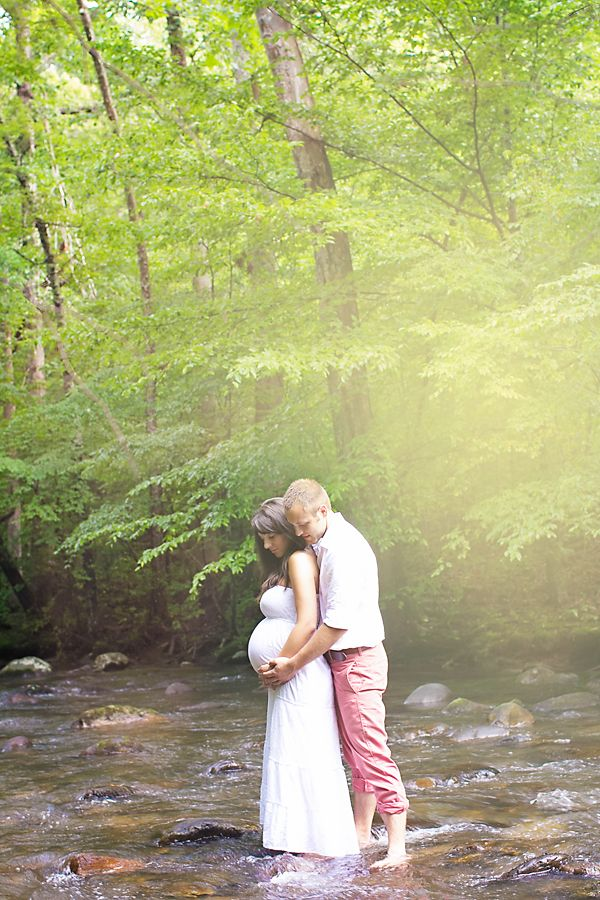 Beautiful outdoors rustic maternity session. Maternity photos. Unique photos. What to wear. Bedford Lake, Bedford,VA » Sherry Conrad Photography