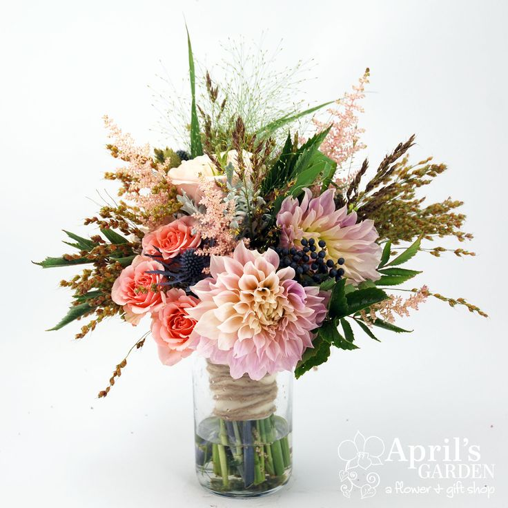 10 Stunning Dahlia Wedding Bouquets: Pink Roses And Dahlias, Blue Berries And Wheat. Stunning