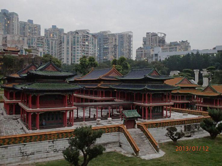 在 深圳; zai Shēnzhèn