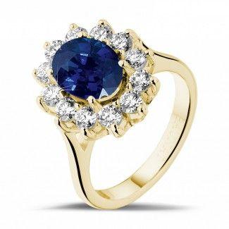Juwelen met robijn, saffier en smaragd - Entourage ring in geel goud met ovale saffier en ronde diamanten