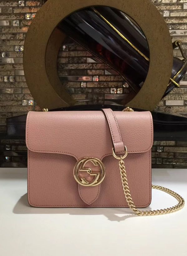 6af00d0111 Gucci Interlocking Chain Pink Leather Cross Body Bag designed and made for  women who want to be noticed in society. #Gucci #GucciBag #CrossBodyBag #  ...