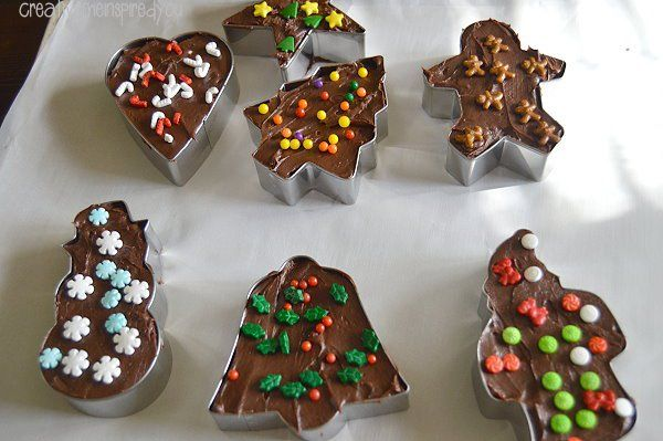 This week I have decided to showcase a few projects using metal cookie cutters, Easy Fudge Cookie Cutter Gifts.