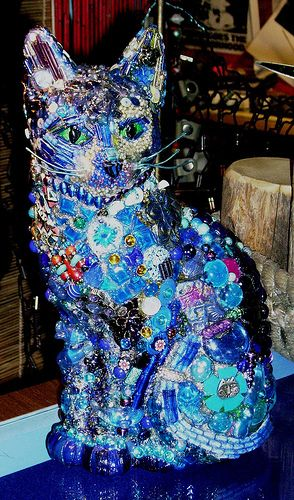 .Art -- a jeweled cat statue.  Of all life's possibilities, a jeweled cat statue would never have come to mind...now I can't stop thinking about it.  Who'd have guessed?