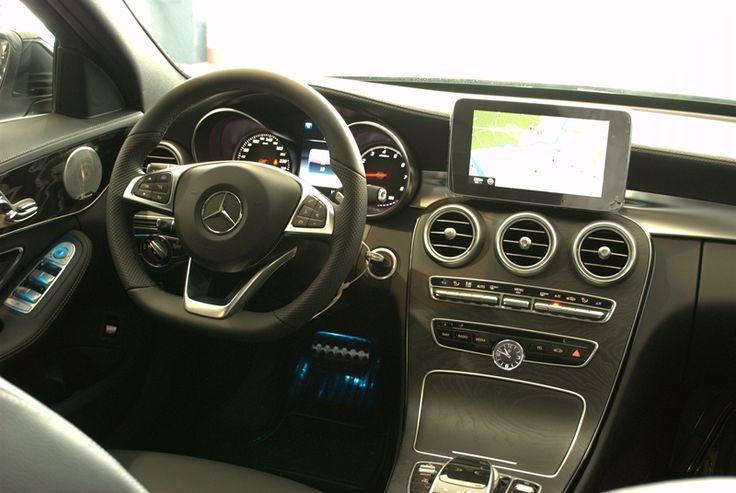 Nội thất xe Mercedes C250 AMG 2015 tiện nghi và cao cấp