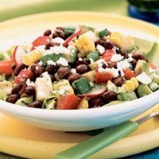 Мексиканский салат с сыром фета и черными бобами