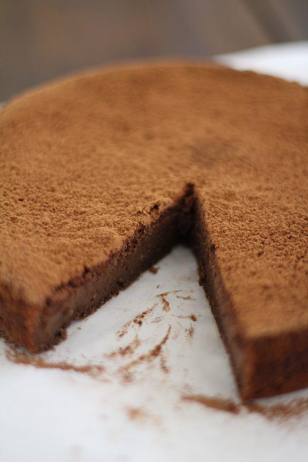 Gluten-free Chocolate Fig Cake - naturally sweetened and dairy free! #glutenfree