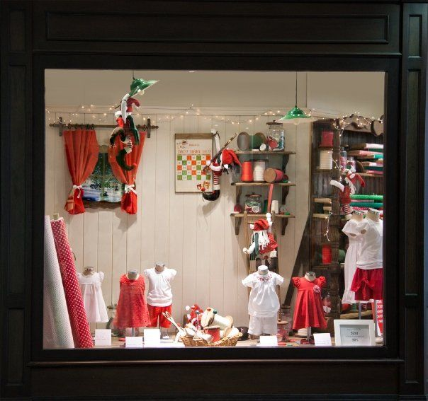 Decoracion de arboles de navidad en europa for Decoracion de vidrieras de ropa